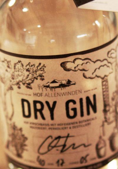 Über 40 Versuche bis die perfekte Gin Rezeptur gefunden wurde...